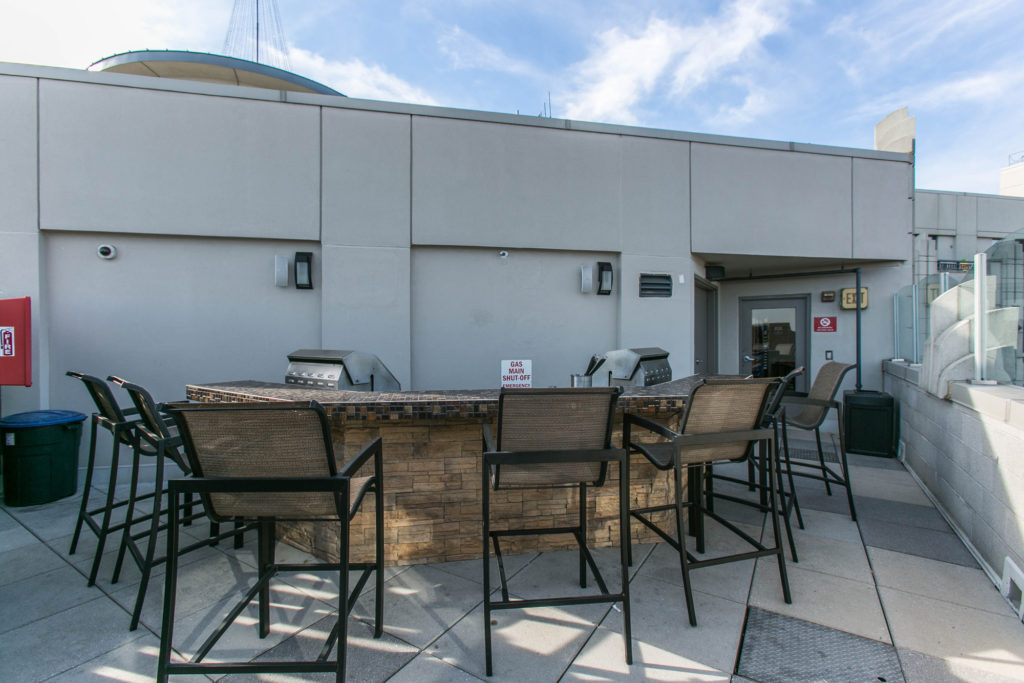 Clarendon 1021 rooftop grill