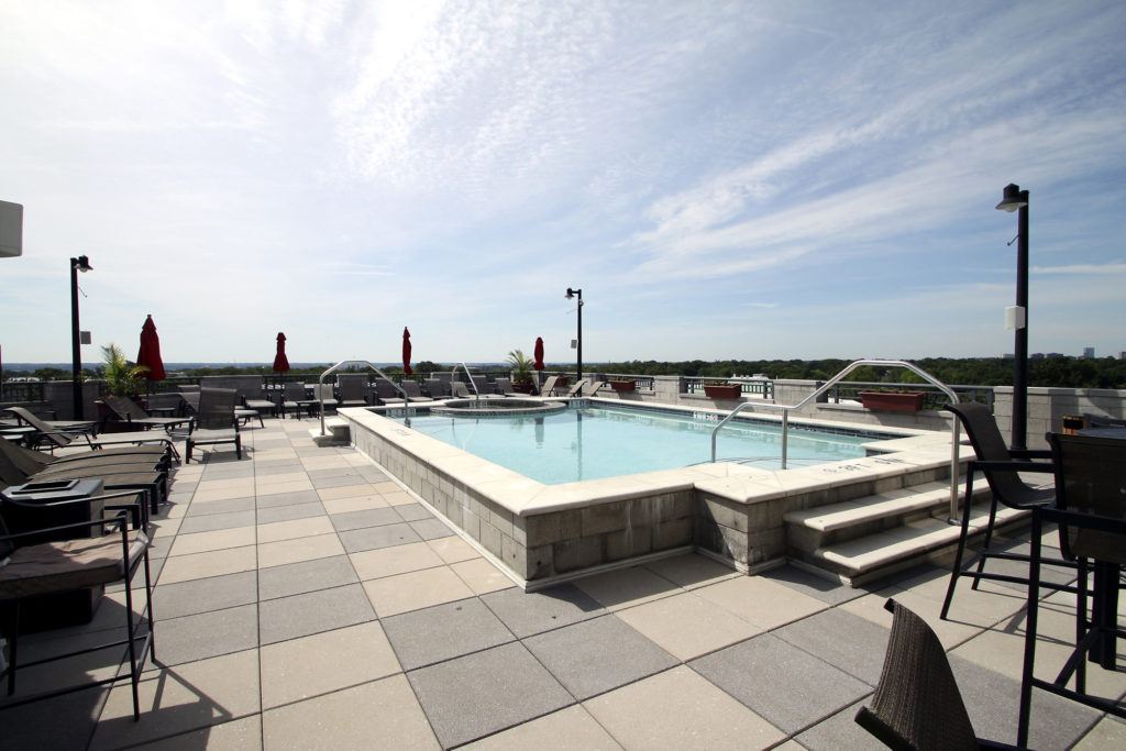 Clarendon 1021 rooftop pool